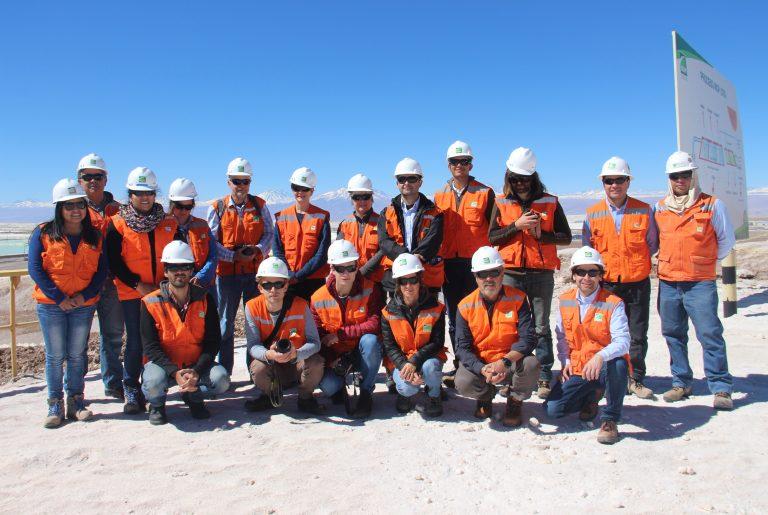 Investigadores nacionales e internacionales visitan Salar de Atacama