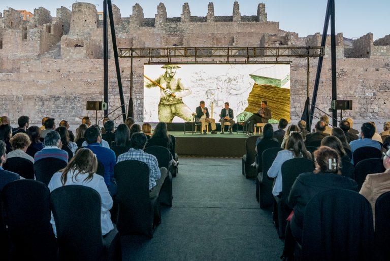 """En Antofagasta se lanzó el libro """"La reinvención de la industria del salitre"""""""