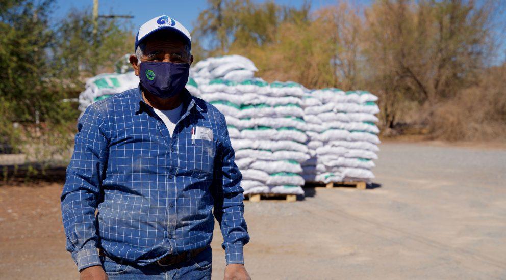 Ganaderos de la Pampa del Tamarugal y Quillagua recibieron 46 toneladas de forraje para afrontar la crisis sanitaria