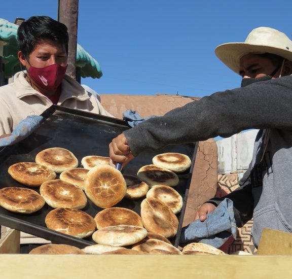 Neighbors from San Pedro de Atacama Create Community Bakery in Response to Pandemic
