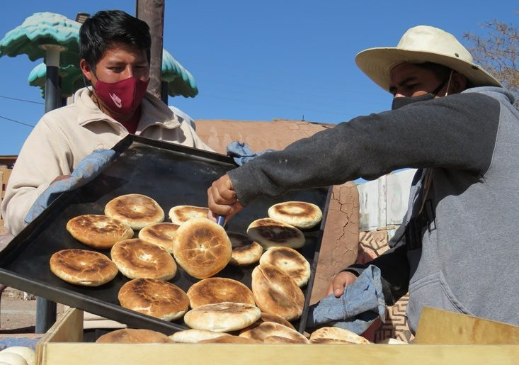 Vecinos de San Pedro de Atacama crearon Panadería Solidaria para afrontar la pandemia
